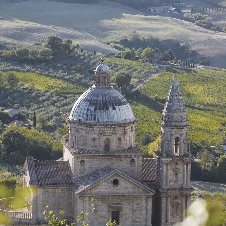 montepulciano-wine-daviddi-aldimaro-church
